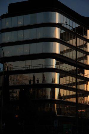 Fotografía de edificio en la Glorieta de López de Hoyos