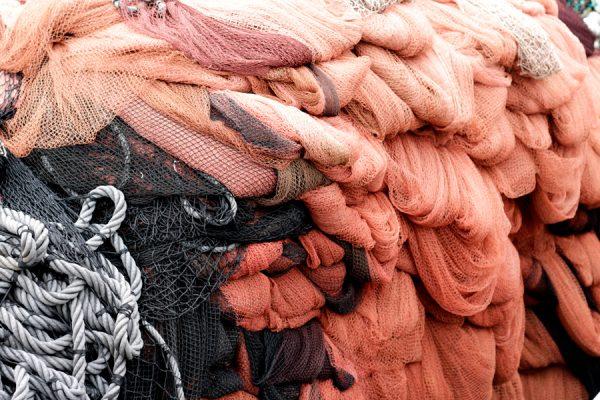 Fotografía de redes en el puerto