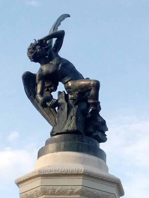 Fotografía de estatua en el Retiro