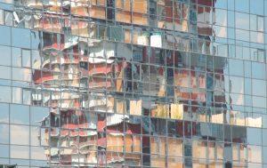 Fotografía reflejos en edificio
