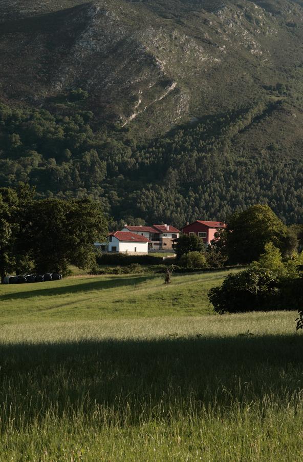Fotografía pueblo de la Sierra del Sueve