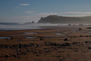 Fotografía de la playa al amanecer