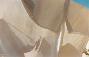 Fotografía de sabanas colgadas