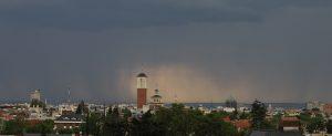 Fotografía de tormenta sobre la ciudad